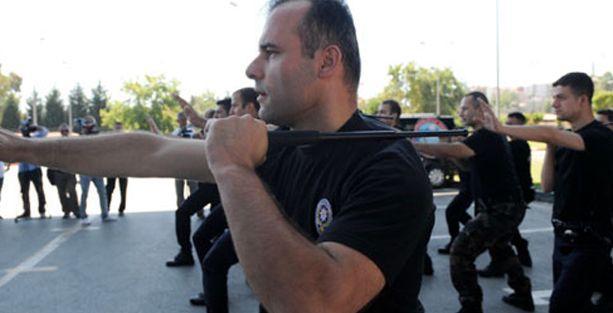 Polisler şimdi de 'demir cop' kullanacak
