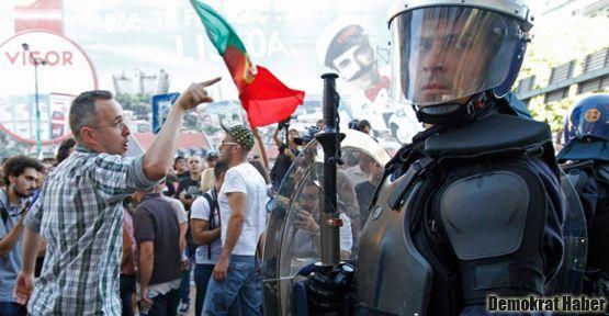 Portekiz'de halk sokağa döküldü
