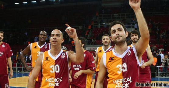 Pota'nın derbisinde Galatasaray M.P. güldü