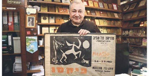 Prof. Orhan Kural'a hediye edilen afiş Picasso'nun çıktı