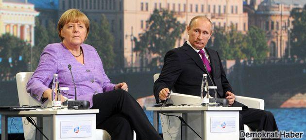Putin: Esad'la halk değil militanlar savaşıyor!