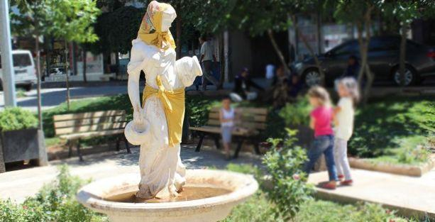 'Ramazan nedeniyle heykelin bazı yerlerini' kapatmış!