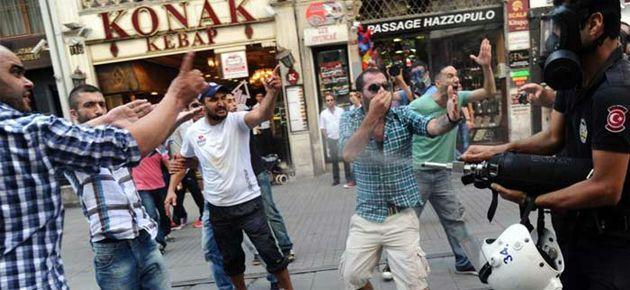 'Recep Tayyip Erdoğan' sloganı atanlara biber gazı