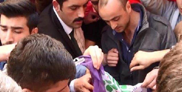 Rize'de ülkücüler HDP seçim bürosuna saldırdı, parti bayraklarını yaktı