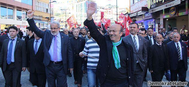 Rize'de Erdoğan'la Bekaroğlu kıyasıya yarışıyor