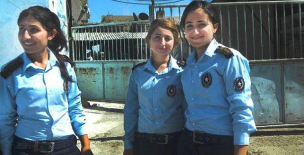 Rojava'nın ilk kadın trafik polisleri