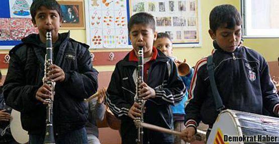 Roman öğrenciler müzikle okullu oldu