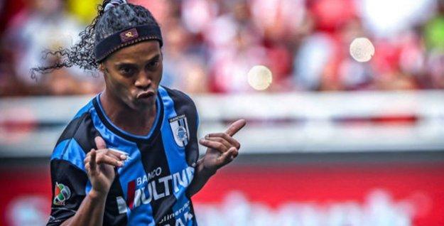 Ronaldinho, Süper Lig'e henüz çıkan Antalyaspor'a doğru