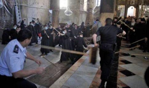 Rum ve Ermeni papazlar Filistin'de kavga etti