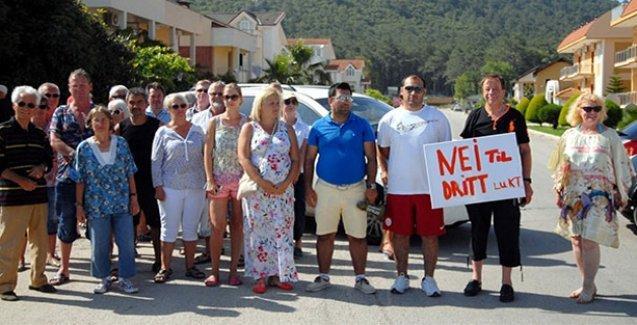 Rus ve Norveçlilerden Antalya'da yol kapama eylemi