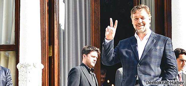 Russell Crowe İstanbul trafiğini alaya aldı
