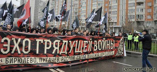Rusya'da aşırı sağcılar göçmenlere karşı yürüdü