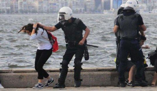 Saç çeken polisler: Şiddet yanlısı değiliz