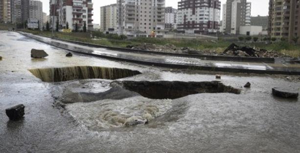 Sağanak yağış Türkiye'yi felç etti!