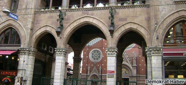 Saint Antoine Kilisesi'nde noel için mumlar yakıldı