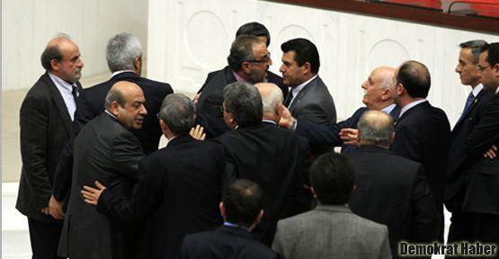 Sakık'tan Mehmet Metiner'e: Sen adi, şerefsizsin!