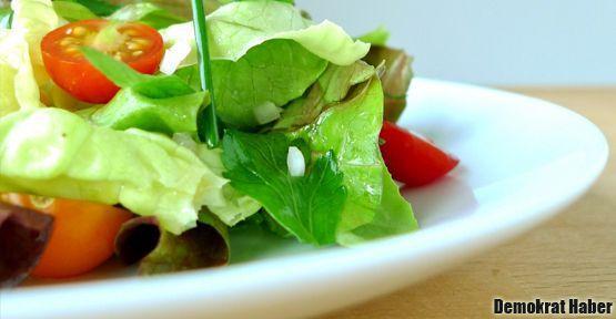 Salatanıza bir tutam fesleğen de ekleyin