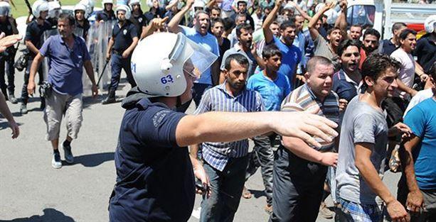 Şanlıurfa'da hamallar Suriyelilere sopalarla saldırdı