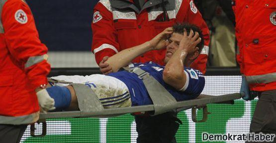 Schalke'nin yıldız oyuncusu sakatlandı