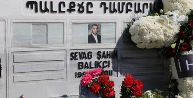 Zorunlu askerlik yaparken öldürülen Sevag Balıkçı mezarı başında anıldı