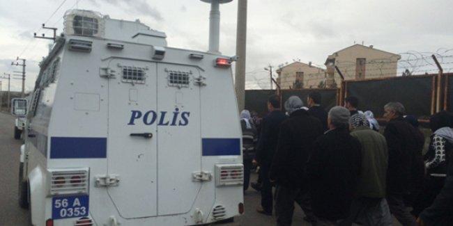 Siirt'te polis, akrep tipi zırhlı aracı halkın üzerine sürdü: 2 yaralı
