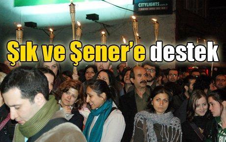 Şık ve Şener'e meşaleli destek