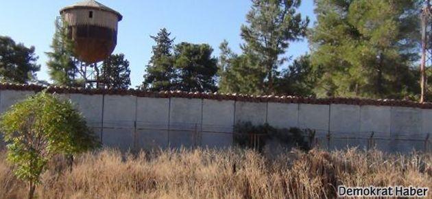 Sınır kapısı YPG'ye geçti, Türkiye duvar örmeye başladı