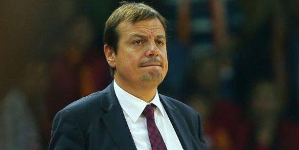 Oyuncusuna tokat atan Ergin Ataman özür diledi
