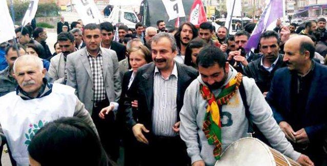 Sırrı Süreyya'dan 'HDP neden seçime giriyor?' diyen Bozdağ ve Balbay'a yanıt