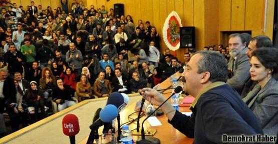 Sırrı Süreyya, Murat Belge, Hilal Kaplan paneldeydi