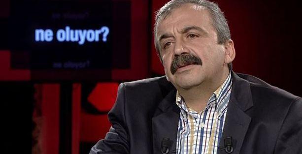 Sırrı Süreyya Önder: Yıkılmaya çalışılan Atatürk heykelinin önünde de dururum