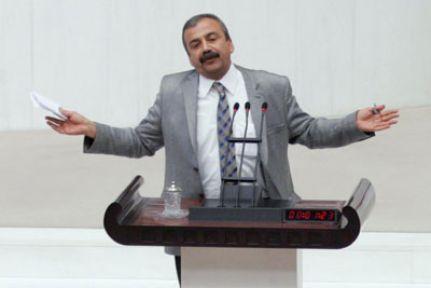 Sırrı Süreyya'yı MHP de alkışladı