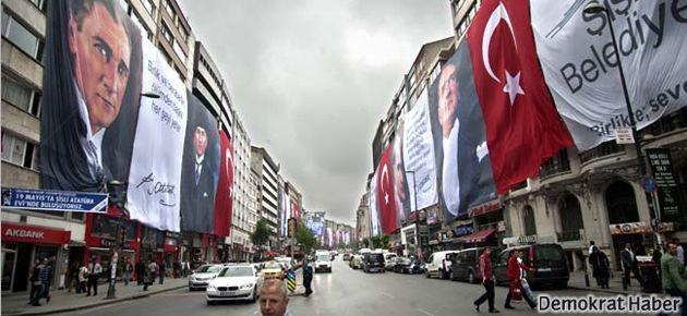 Şişli yine bayrak ve posterlerle donandı