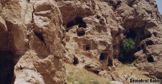 Sivas'ta 4 bin 600 yıllık mağaralar
