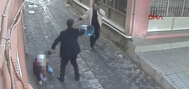 Sokak ortasında kocası tarafından defalarca bıçaklandı