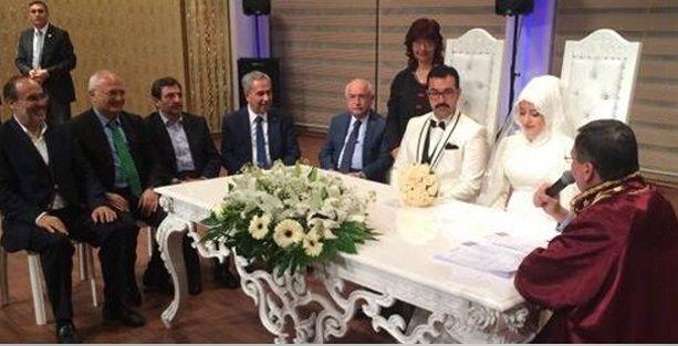Soma katliamında cenazeler kaldırılırken AKP'li vekiller düğünde