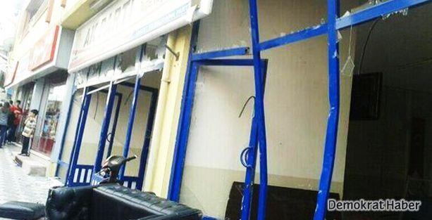 Soma'da AKP ilçe binası tahrip edildi