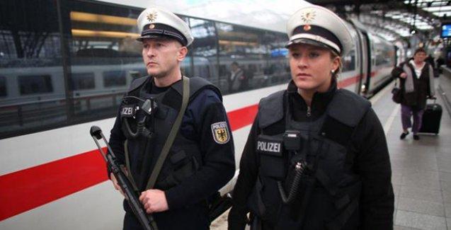 Spiegel: Radikal dinciler Almanya'da tren garları ile İslam karşıtı Pegida'ya saldırı hazırlığında