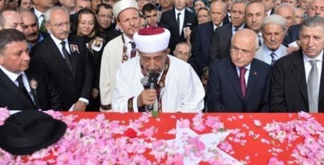 Süleyman Demirel İslamköy'de toprağa verildi