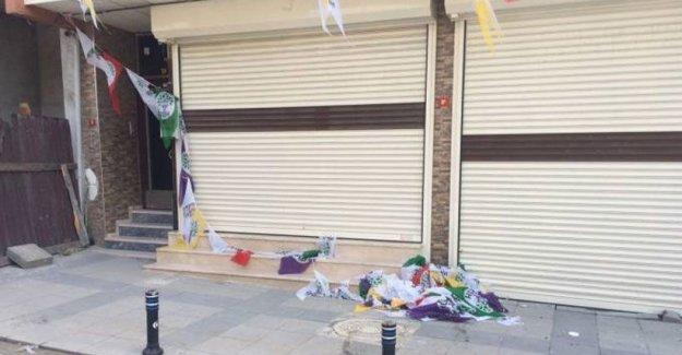 Sultangazi'de HDP bürosuna saldırı