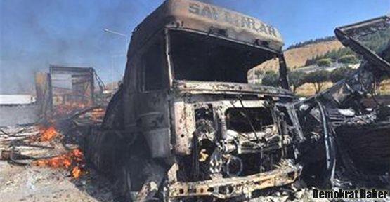 Suriye'de Türk tırları yakıldı