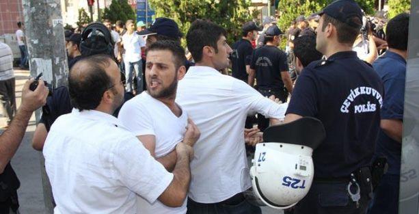 'Suriyeli istemiyoruz' eylemine polis müdahale etti