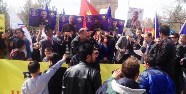 Süryaniler IŞİD saldırılarını Midyat'ta protesto etti