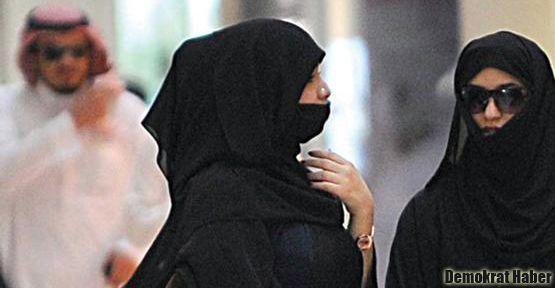 Suudi Arabistan'da kadınla erkek arasına duvar