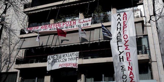 Syriza Genel Merkezi'ne 'F Tipi Cezaevleri kapatılsın!' işgali