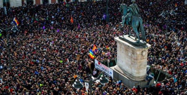 SYRIZA'nın İspanya'daki kardeş partisi Podemos'tan dev miting