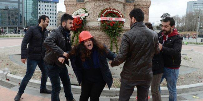 Taksim'de 'torba yasa'yı protesto eden iki mühendis yaka paça gözaltına alındı