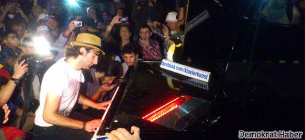 Taksim Gezi direnişinde piyano resitali