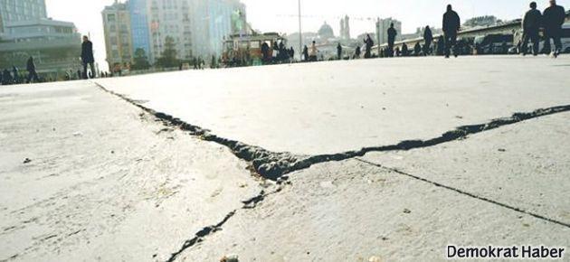 Taksim Meydanı dökülüyor