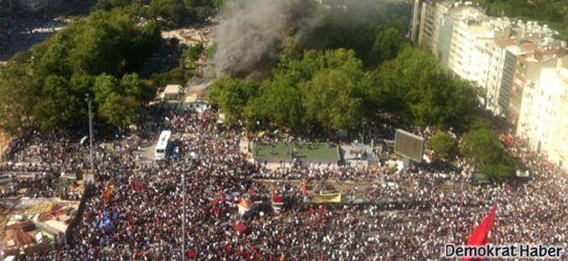 Taksim'de direniş kazandı, polis geri çekildi